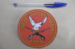 """Ecusson Sport Autre """"Club De TIR AUX PIGEONS De TAHITI"""" OUTRE-MER POLYNÉSIE - Armes Fusil Pigeon - Sports"""