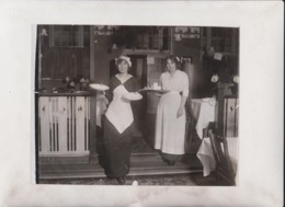 GUEST WHO WAIT ON THE STAFF A NEW YEAR COSTUM ROCKSIDE HYDRO MATLOCK  21*16CM Fonds Victor FORBIN 1864-1947 - Sin Clasificación