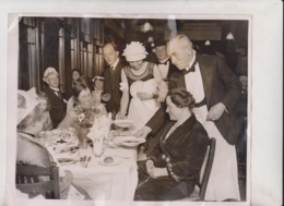 NEW YEAR STARTS TOPSY TURVY AT MATLOCK GUEST WAITING UPON STAFF ROCKSIDE HYDRO  25*20CM Fonds Victor FORBIN 1864-1947 - Sin Clasificación