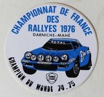 Autocollant Championnat De France Des Rallyes 1976 Darniche Mahé Lancia Champion Du Monde 74-75 Course Automobile - Autocollants