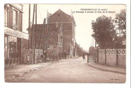 Franconville - Le Passage à Niveau Et Rue De La Station - Franconville