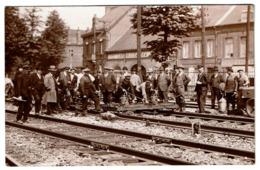 Région Arras - Carte Photo - Installation Sur Les Rails - Marcel Carlier Service De La Voie Chemin De Fer Du Nord - Stations Without Trains