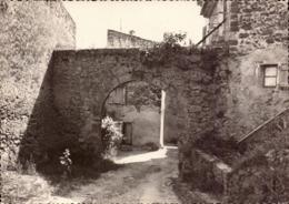 Var, Cotignac, Les Vieux Remparts      (bon Etat) - Cotignac