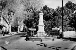 Six Fours Reynier * Le Monument Aux Morts Et La Poste - Six-Fours-les-Plages