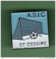 FOOT *** A.S.I.C SAINT CESAIRE *** 1051 - Football