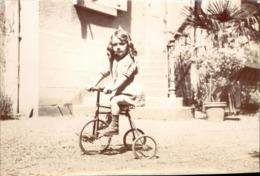 Snapshot Pont-de-vaux Fillette Sur Tricycle Vélo Jouet 20 Juin 1927 Photo - Cyclisme