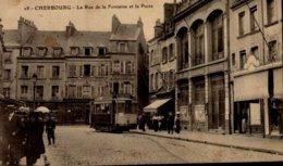 50-CHERBOURG...LA RUE DE LA FONTAINE ET LA POSTE...CPA ANIMEE - Cherbourg