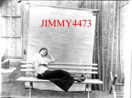 Portrait D'une Belle Jeune Fille En Habit 1900 à Identifier - Grande Plaque De Verre - Taille 128 X 178 Mlls - Plaques De Verre