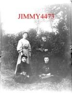 Le Tablier - Mlle Pepin Famille Roy En 1906 Canton De Mareuil Sur Lay 85 Vendée Grande Plaque De Verre Taille 128 X 178 - Plaques De Verre