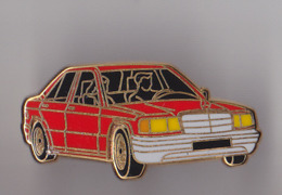 PIN'S THEME AUTOMOBILE  MERCEDES ROUGE   SIGNE  ARTHUS  BERTRAND - Mercedes
