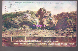 REF 407 : CPA A Callant Rescue Under Fire This Man Saved Twenty Lives Like This Soldat Guerre WW1 - Guerre 1914-18