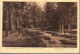 79 NIORT Le Marais Poitevin, En Plein Marais à Coulon ; Barques - Animée - Niort
