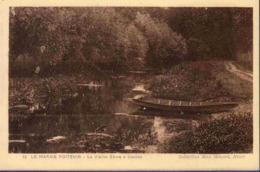 79 NIORT Le Marais Poitevin, La Vieille Sèvre à Coulon ; Barque - Niort