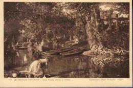 79 NIORT Le Marais Poitevin, Une Route D'eau à Irleau ; Barques, Lavandière - Animée - Niort