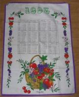 Calendrier En Tissus De 1995 Françoise SAGET Torchon 67 X 48,5 Cm Panier De Fruits Cerise Pomme Raisin Fleur Port 100 G - Andere Verzamelingen