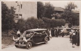 PHOTO DEFILE VOITURE AVEC AVION LE BUIS 1933 DERRIERE - Aviation