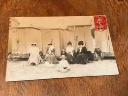 Carte Postale Ancienne CPA Dinard Carte Circulée 1910 Cabanes De Plages Et Femmes - Dinard