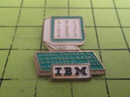 210a PINS PIN'S / Beau Et Rare : Thème INFORMATIQUE : IBM ORDINATEUR QUI CONNAIT LES CHIFFRES ET LES LETTRES - Informatique