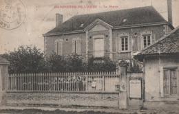 DAMPIERRE DE L'AUBE - LA MAIRIE - ANIMATION A L'INTERIEUR DE LA COUR - - Francia