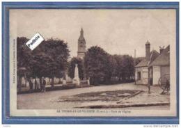 Carte Postale 28. Le Tremblay-le-vicomte  Place De L'église Trés Beau Plan - France