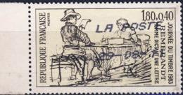 2258 HOMME Dictant Une LETTRE    Oblitéré ANNEE 1983 - Frankreich