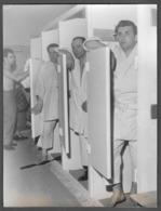 Homme En Peignoirs - Uomini In Accappatoio - Men - Photo Misure Cm. 18x24 - Persone Anonimi