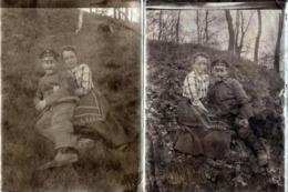 2 Tirages Photo Albuminés Du Soldat Allemand En Permission Dans L'Herbe Avec Sa Fiancée Pendant La Guerre 1914/18 - Krieg, Militär
