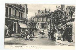 64 Biarritz La Place De La Mairie  Animée Caleche - Biarritz