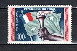 TOGO N° PA 31 NEUF SANS CHARNIERE COTE  3.00€  FLAMBEAU  DRAPEAU - Togo (1960-...)