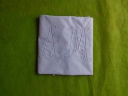 Taie Monogramme AM - Vintage Clothes & Linen