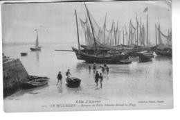 LE POULIGUEN  Barques De Pêche échouées Devant La Plage - Le Pouliguen