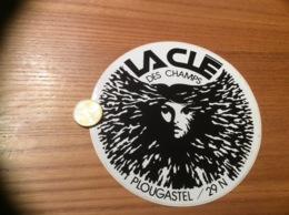 Ancien AUTOCOLLANT, Sticker «LA CLÉ DES CHAMPS - PLOUGASTEL-DAOULAS (29)» (discothèque) - Autocollants