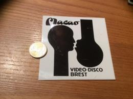 Ancien AUTOCOLLANT, Sticker «Macao - VIDÉO DISCO - BREST (29)» (discothèque) - Autocollants