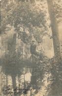 Photo-carte Homme Et Femme Dans Les Bois Avec Vélos élégant Chapeaux Mode 1912 - Cyclisme