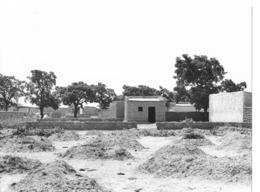 Haute Volta (Burkina Faso) 1979. Ouagadougou Début De Construction Pour Occuper Le Terrain. Photo Du Père Gust Beeckmans - Africa