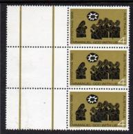 AUSTRALIA, 1966 XMAS STRIP 3 ERROR SHORT H IN CHRISTMAS MNH - 1966-79 Elizabeth II