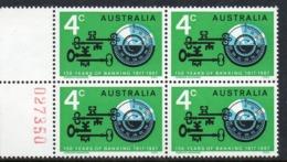 AUSTRALIA, 1967 BANKING ERROR WHITE DOT BETWEEN R&S BLOCK 4 MNH - 1966-79 Elizabeth II
