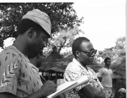 Photo Haute Volta (Burkina Faso) 1980. John Madjri Du CESAO Sur Le Terrain; Photo Du Père Gust Beeckmans - Africa