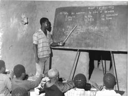 Photo Haute Volta (Burkina Faso) 1980. Petite école De Village. Photo Du Père Gust Beeckmans - Africa