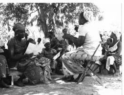 Photo Haute Volta (Burkina Faso) 1980. La Conscientisation Des Jeunes Mères. Photo Du Père Gust Beeckmans - Africa