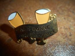 A041 -- Pin's Alcool A La Bonne Franquette D'Uzemain -- Exclusif Sur Delcampe - Boissons