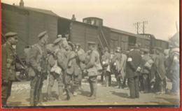 Militaria-Carte Photo- Guerre 14/18- Embarquement  Des Prisonniers Allemands Par Les Britanniques- à Localiser - Guerra 1914-18