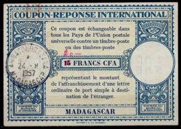 MADAGASCAR Lo15 ms. 20 / 15 FRANCS CFA International Reply Coupon Reponse IRC Antwortschein O AMBATONDRAZAKA 24.4.57 - Brieven En Documenten