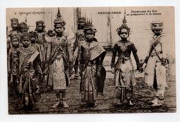 - CPA PHNOM-PENH (Cambodge) - Danseuses Du Roi Se Préparant à La Danse (belle Animation) - - Cambodja