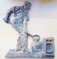 COUVIN   Plaque En Fonte Usine St Roch - Obj. 'Herinnering Van'
