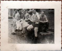Petite Photo Originale Gay & Playboys Allemands Sexy Torses Nus Sur Dunkerque En 1944 - Guerra, Militares
