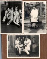 3 Photos Originales Ambiance Comique Et Spectacle - Troupe De Joyeux Lurons, Faux New, Valises, Guitare & Jolies Cuisses - Personnes Anonymes