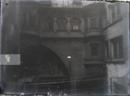 LYON 1888 : Maison Philibert Delorme, Rue Juiverie. Plaque De Verre. Négatif. Lire Descriptif. - Plaques De Verre