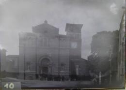 COUZON AU MONT D'OR, 7 Mai 1889 : Sortie De L'Eglise. Négatif. Lire Descriptif. - Plaques De Verre