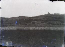 VERNAY (69),  1888 : Le Village. Négatif. Lire Descriptif. - Plaques De Verre